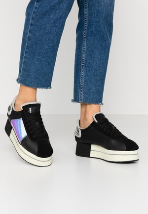 S-PYAVE WEDGE - Sneakers laag - black/indiscent