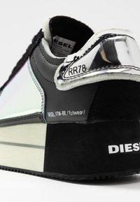 Diesel - S-PYAVE WEDGE - Baskets basses - black/indiscent - 2