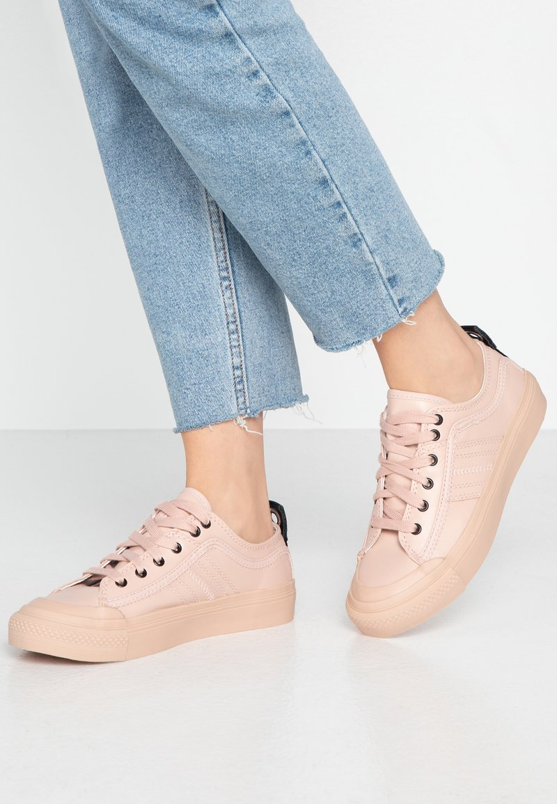 Diesel - S-ASTICO LOW LACE W - Trainers - cameo rose