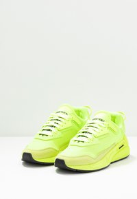 Diesel - SERENDIPITY S-SERENDIPITY LC W SNEAKERS - Baskets basses - yellow - 4