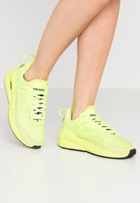 Diesel - SERENDIPITY S-SERENDIPITY LC W SNEAKERS - Baskets basses - yellow - 0