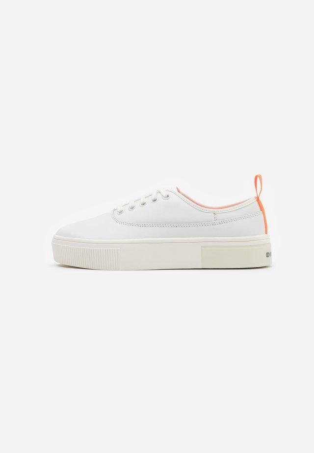 VANEELA S-VANEELA LOW SNEAKERS - Sneakers laag - white