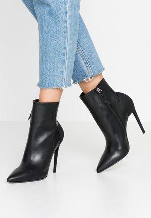D-SLANTY HABZ - Kotníková obuv na vysokém podpatku - black