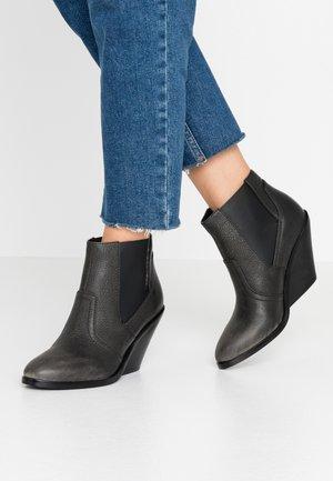 D-FLAMINGO CB - Kotníková obuv na vysokém podpatku - dark gull gray
