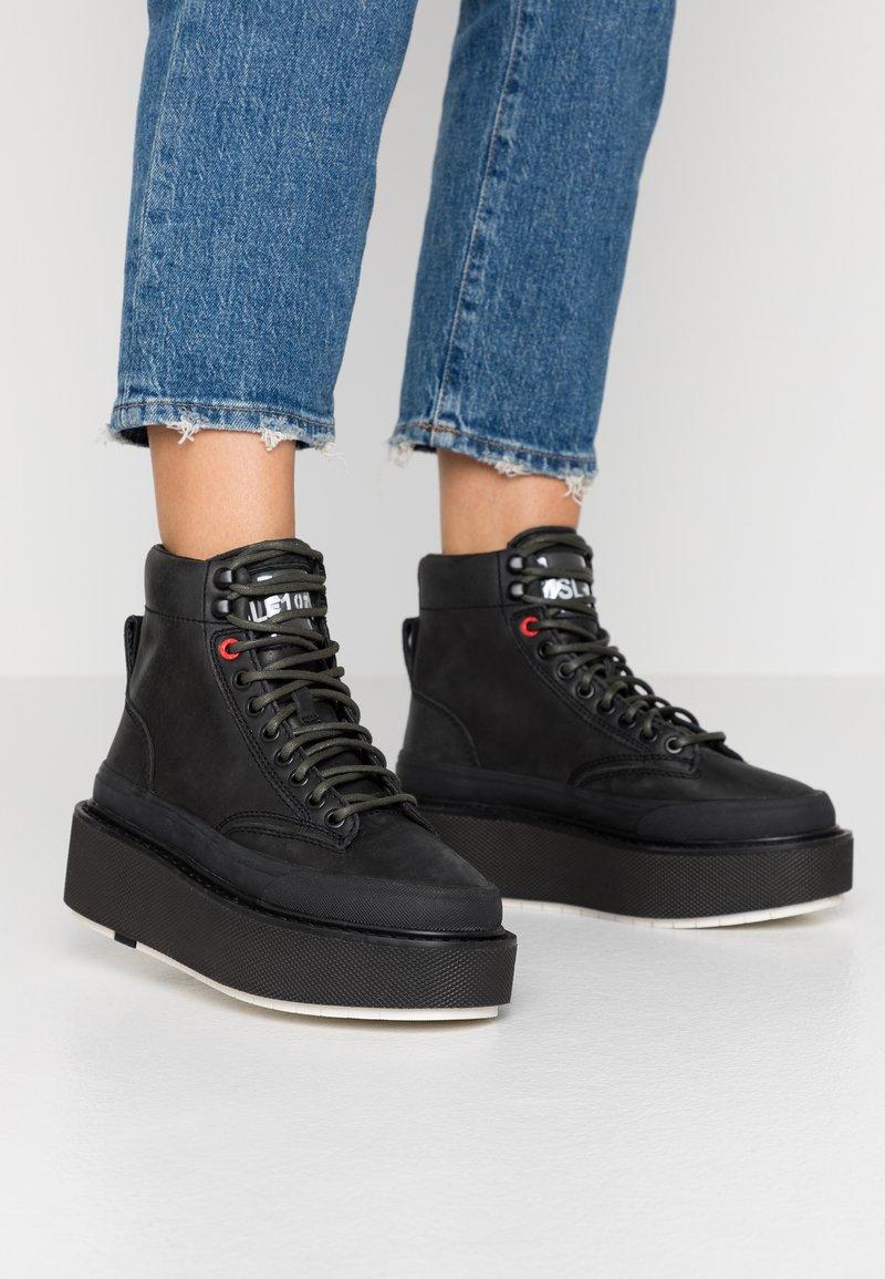 Diesel - H-SCIROCCO MID LACE - Kotníkové boty na platformě - black