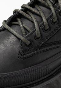 Diesel - H-SCIROCCO MID LACE - Kotníkové boty na platformě - black - 2