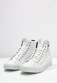 Diesel - D-STRING PLUS - Sneakers high - white - 2