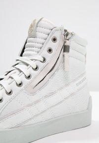 Diesel - D-STRING PLUS - Sneakers high - white - 5