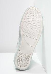 Diesel - D-STRING PLUS - Sneakers high - white - 4
