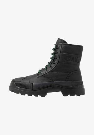 D-VAIONT DBB II - Šněrovací kotníkové boty - black