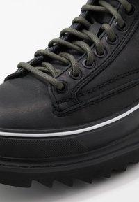 Diesel - H-SHIROKI DMBB - Šněrovací kotníkové boty - black - 5