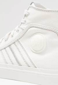 Diesel - S-ASTICO MID LACE - High-top trainers - weiß - 5