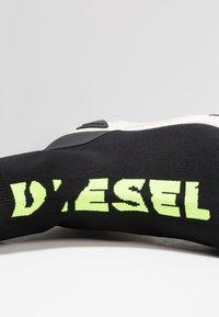 Diesel - S-KB MID ATHL SOCK - Vysoké tenisky - schwarz/neongelb - 5