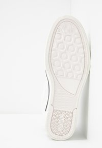 Diesel - S-DVELOWS MID - High-top trainers - star white - 4