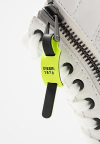 Diesel - S-DVELOWS MID - High-top trainers - star white - 6
