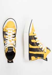 Diesel - S-ASTICO MC - Sneakers alte - freesia yellow/black - 1