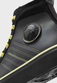 Diesel - S-ASTICO MC H - Sneakers high - black/sunny lime - 5