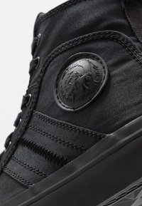 Diesel - S-ASTICO MID LACE - Sneakers alte - black - 5