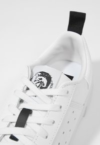 Diesel - S-CLEVER LOW - Trainers - white - 5