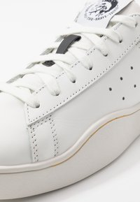 Diesel - S-CLEVER LOW - Trainers - white/lemon chrome - 5