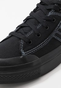 Diesel - S-ASTICO LOW LACE - Matalavartiset tennarit - black - 5