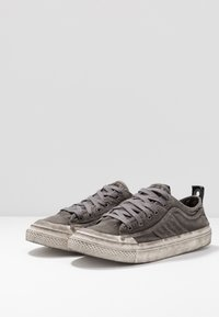 Diesel - S-ASTICO LOW LACE - Trainers - gunmetal - 2
