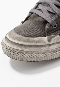 Diesel - S-ASTICO LOW LACE - Trainers - gunmetal - 5