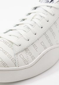 Diesel - S-CLEVER LOW LACE - Tenisky - star white/silver - 5