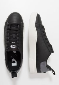 Diesel - S-CLEVER LOW LACE - Trainers - black/star white - 1