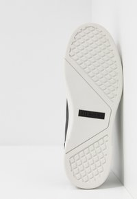 Diesel - S-CLEVER LOW LACE - Trainers - black/star white - 4
