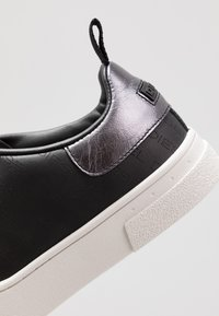 Diesel - S-CLEVER LOW LACE - Trainers - black/star white - 5
