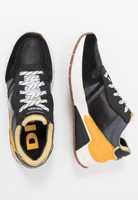 Diesel - S-BRENTHA FLOW - Trainers - iron gate/black/golden