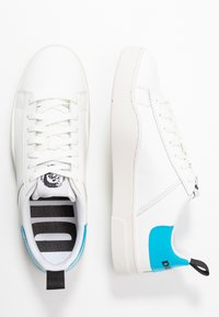 Diesel - S-CLEVER LOW LACE - Trainers - white/blue fluo - 1