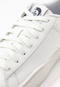 Diesel - S-CLEVER LOW LACE - Trainers - white/blue fluo - 5