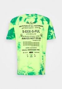 Diesel - T-JUST-SLITS-X86 UNISEX - T-shirts print - green lime tye dyed - 1