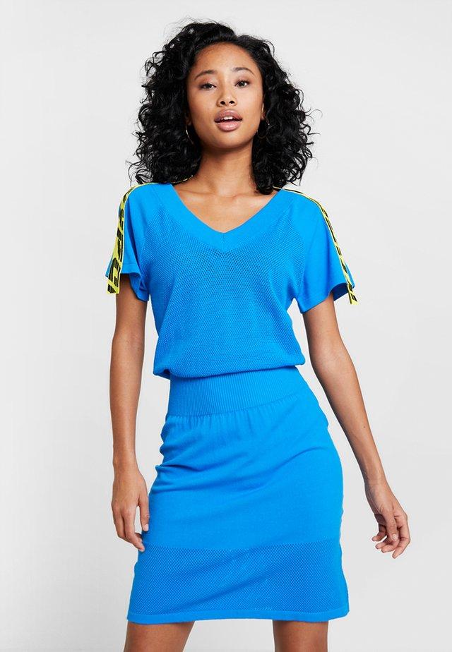 M-PAMMY DRESS - Gebreide jurk - blue