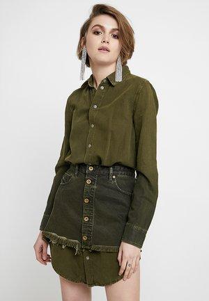 DE-DESY-Z SUIT 2 IN 1 - Košilové šaty - olive