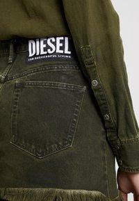 Diesel - DE-DESY-Z SUIT 2 IN 1 - Košilové šaty - olive - 6