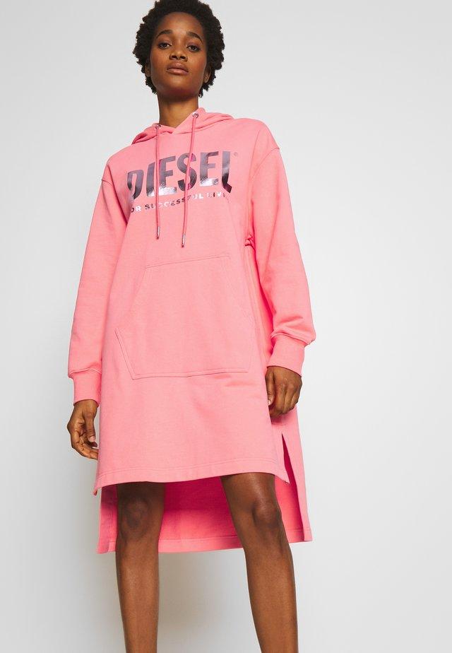 D-ILSE-T ABITO - Vapaa-ajan mekko - pink