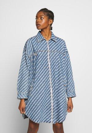 DE-SLYX DRESS - Jeansklänning - blue denim