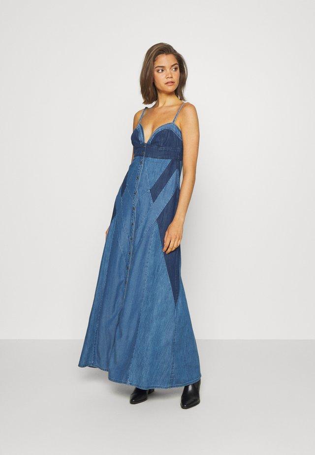 DE ARYNA DRESS - Długa sukienka - tencil blue