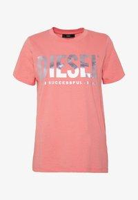 Diesel - T-SILY-WX MAGLIETTA - Triko spotiskem - pink - 3