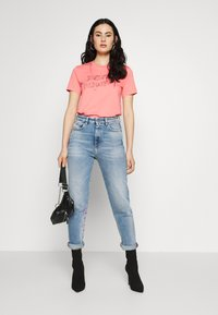 Diesel - T-SILY-S7 T-SHIRT - T-shirt con stampa - pink - 1