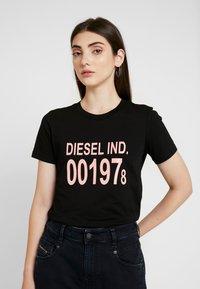 Diesel - T-SILY-001978 T-SHIRT - Triko spotiskem - black - 0