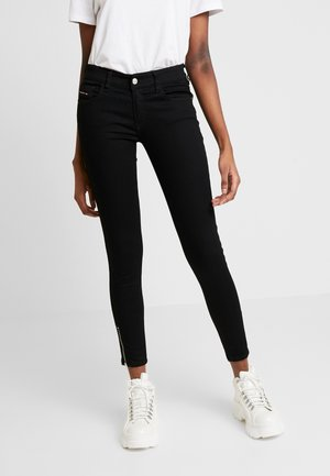 SLANDY LOW ZIP - Skinny džíny - black