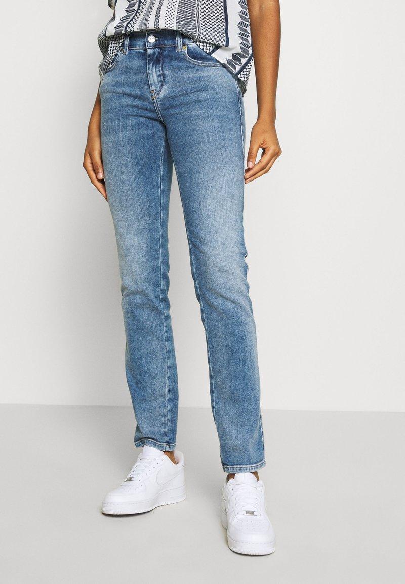 Diesel - D-SANDY - Slim fit jeans - blue denim
