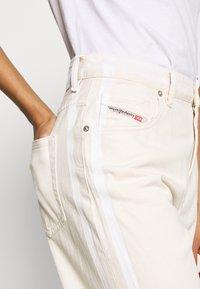 Diesel - REGGY - Relaxed fit jeans - beige - 4