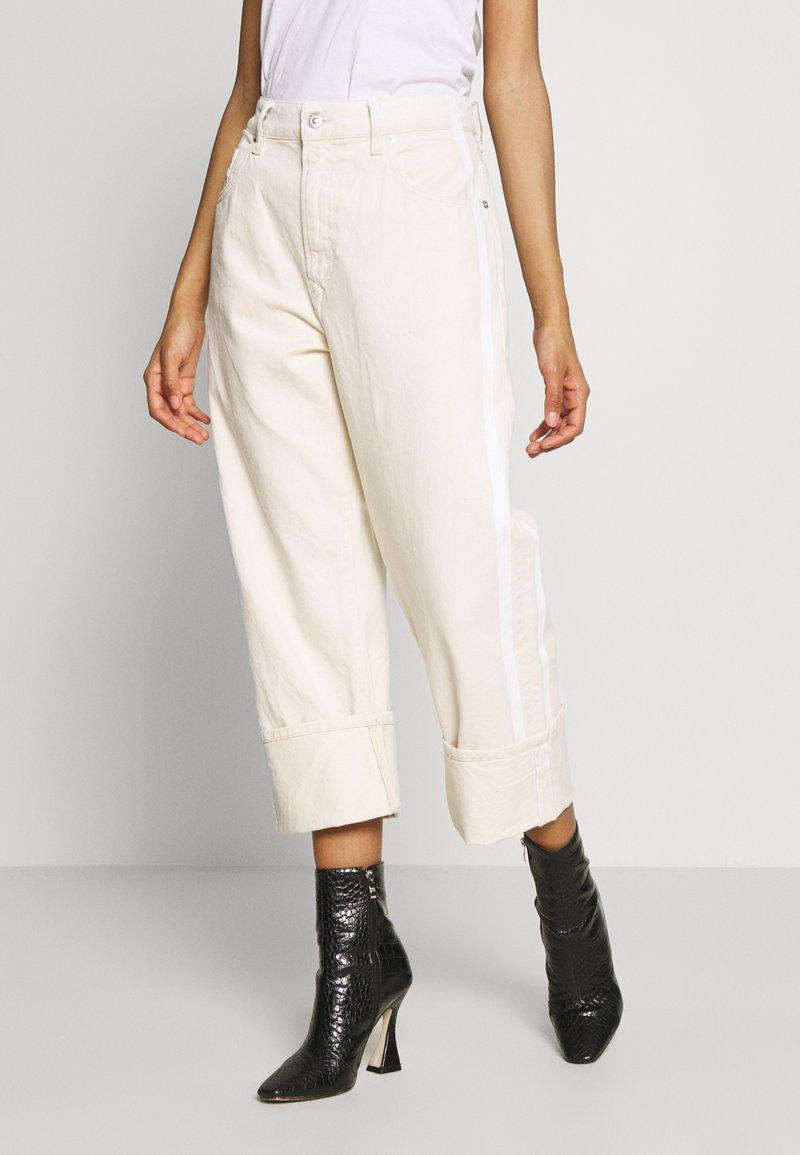 Diesel - REGGY - Relaxed fit jeans - beige