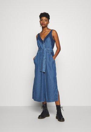 LORYNA OVERALLS - Jumpsuit - tencil blue