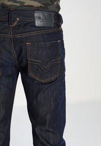 Diesel - LARKEE - Straight leg jeans - 83 - 4
